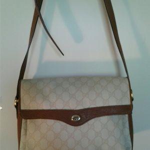 Gucci shoulder purse.